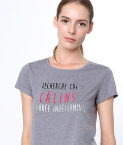 "T-shirt à message ""confidentielles"" gris."