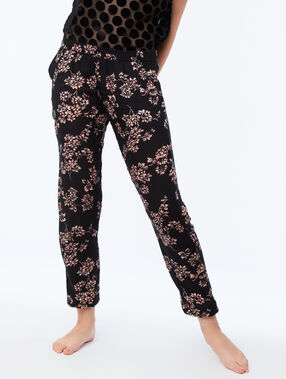 Pantalon satin noir.