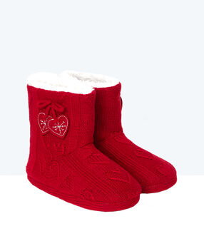 Chaussons bottines en maille rouge.
