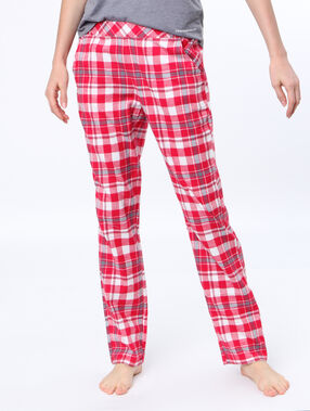Pantalon à carreaux rouge.