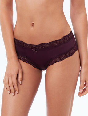 Shorty en micro bords dentelle violet.