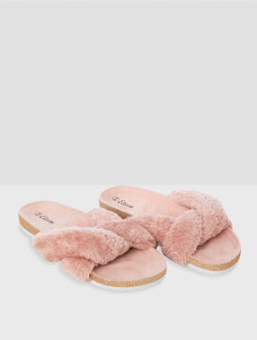 Chaussons ouverts rose.