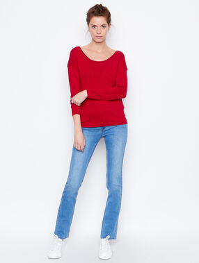 Pull col rond rouge.