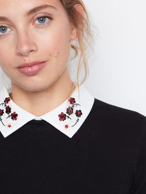 Pull manches longues col claudine noir.