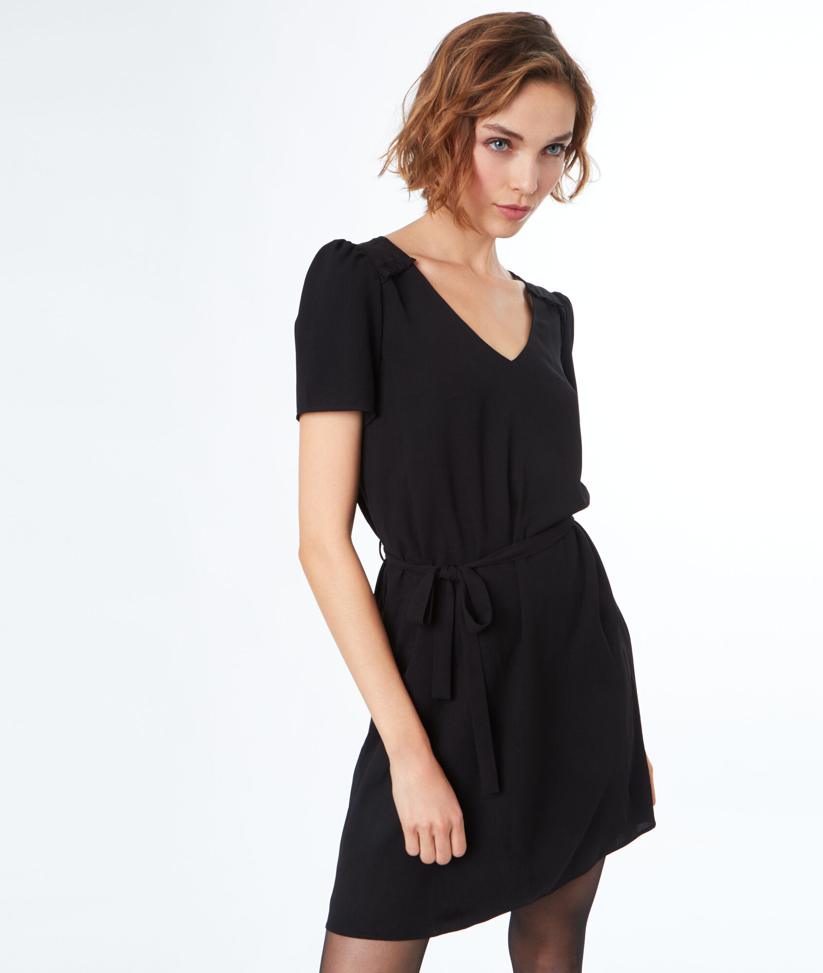 Robe noire cintree manches
