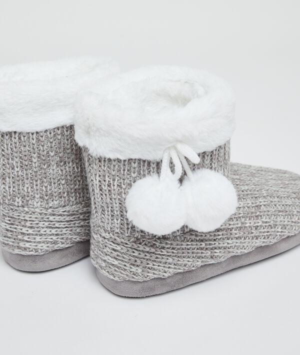 Chaussons bottines fourrées à pompons