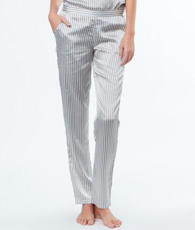 Pantalon rayé en satin gris.