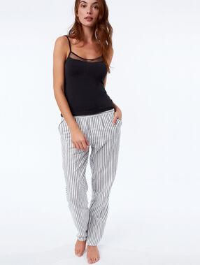 Pantalon de pyjama à rayures ecru.
