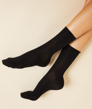 Lot de 2 paires de chaussettes essentielles unies;${refinementColor}