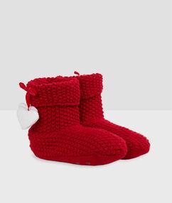 Chaussons bottines fourrées rouge.