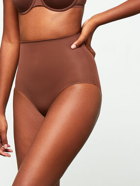 Culotte taille haute - niveau 3 : silhouette remodelée marron.