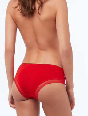 Shorty modal doux, bord dentelle vermillon.