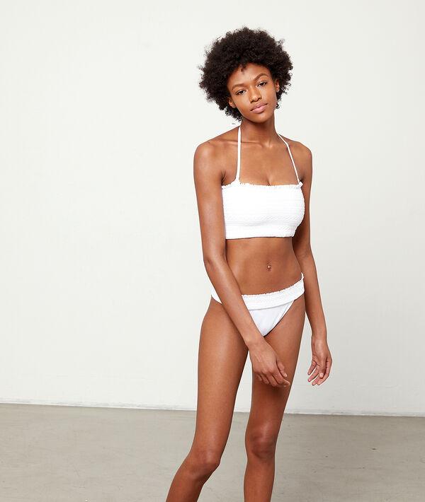 Bas de bikini simple, détails broderie