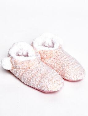 Chaussons fourrés façon tricot rose.