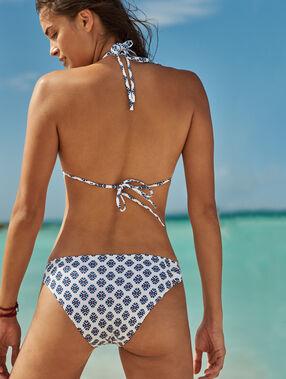 Bas de bikini simple imprime fond blanc.