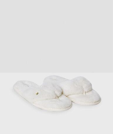 Chaussons blanc.