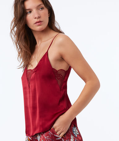 Top à bretelles en satin rouge.