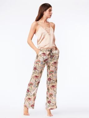 Pantalon large satiné rose.
