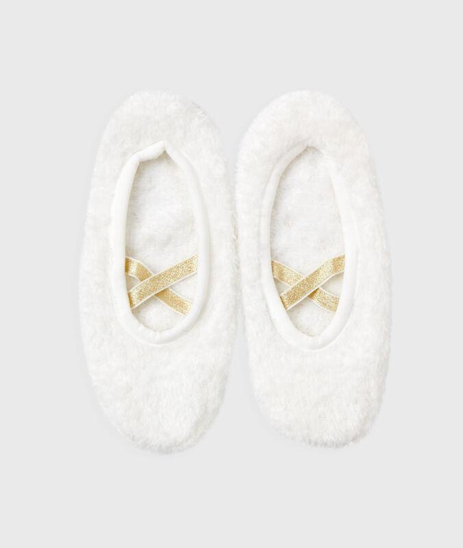 Chaussons souples blanc.