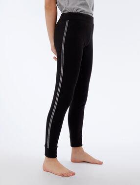 Pantalon à liseré métallisé noir.