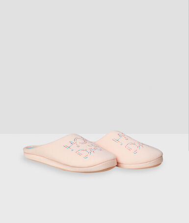 Chaussons mules rose.