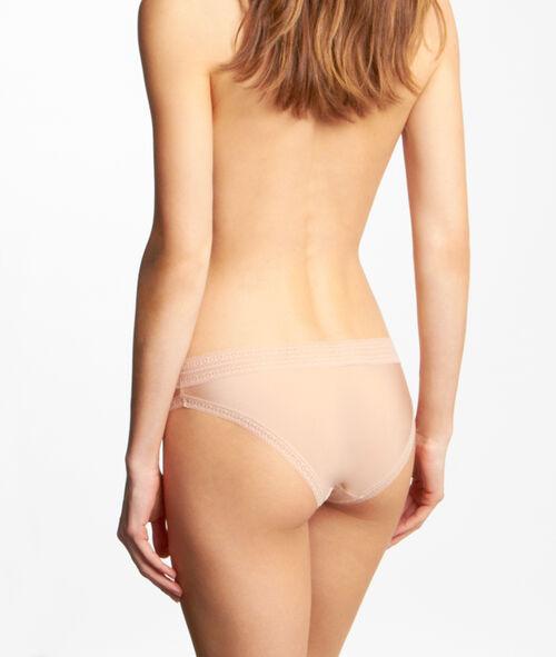 Culotte micro et dentelle, effet seconde peau