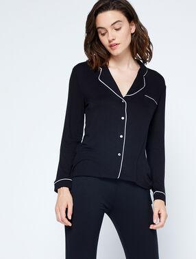 Chemise de pyjama noir.