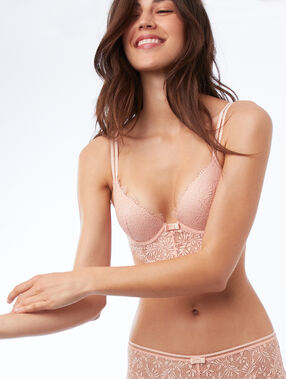 Soutien-gorge n°2 - push-up plongeant en dentelle, basque descendante naturel.