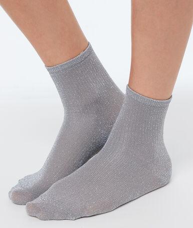 Chaussettes courtes métalisées gris.
