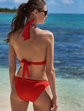 Bas de bikini simple, détails œillets rouge.