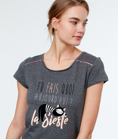 T-shirt imprimé gris.