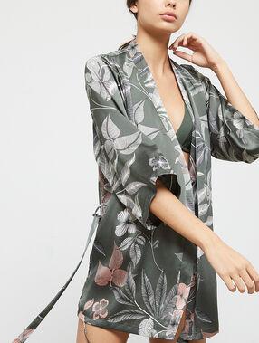 Kimono satiné imprimé fleuri gris.