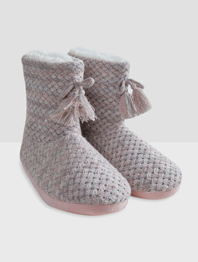 Chaussons bottines tressés gris/rose.