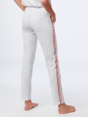 Pantalon à bandes latérales gris clair.