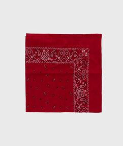 Foulard imprimé rouge.