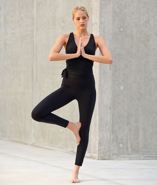 Combinaison de yoga à nouer
