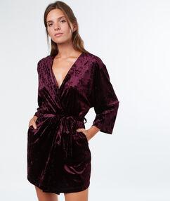 Déshabillé kimono en velours aubergine.