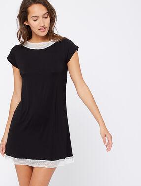 Chemise de nuit bords dentellle noir.