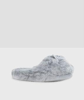 Chaussons doudou gris.