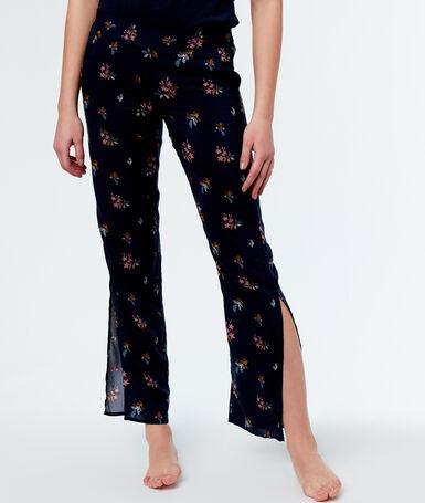Pantalon imprimé fleuri bleu.