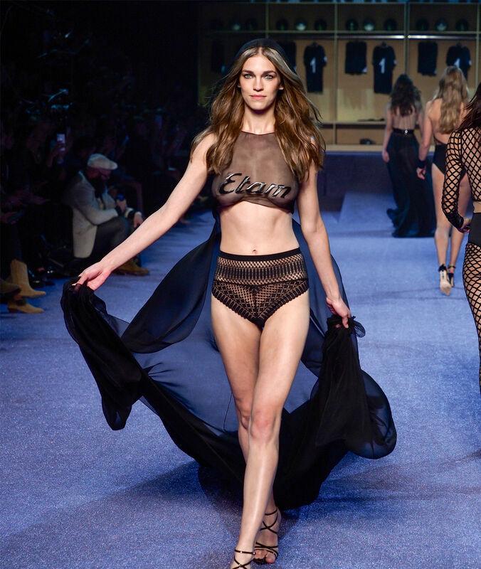 Culotte en dentelle taille haute noir.