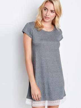Chemise de nuit gris.