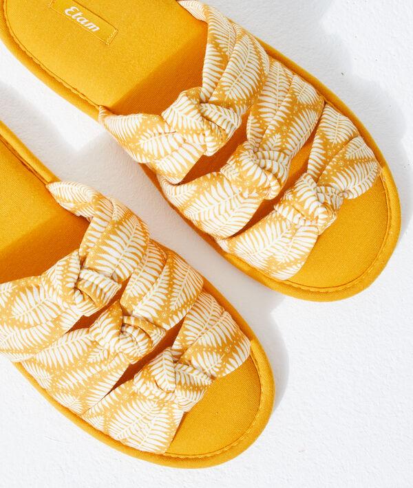 Chaussons sandales nouées;${refinementColor}