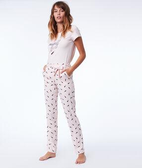 Pantalon à motifs rose.