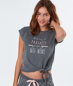 T-shirt à message gris.