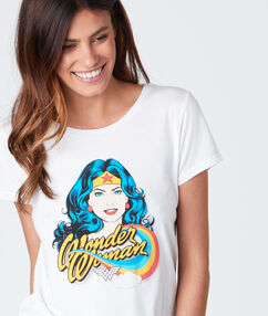 T-shirt col rond avec imprimé blanc.