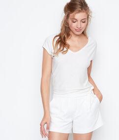 Short ceinturé blanc.
