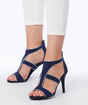 Sandales à talons bleu marine.