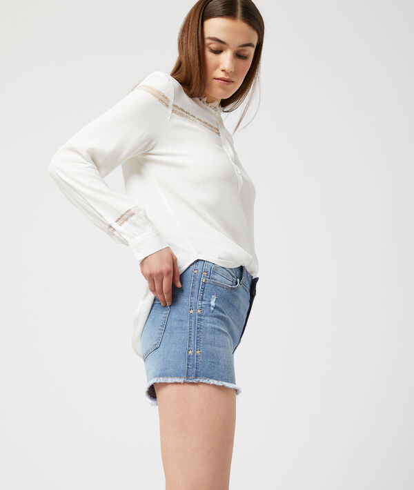Short en jean à bords frangés