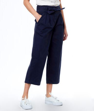 Pantalon large ceinturé en coton bleu marine.